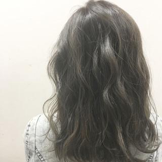 暗髪 アッシュ ハイライト 外国人風 ヘアスタイルや髪型の写真・画像