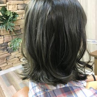 グレージュ アッシュ ストリート ミディアム ヘアスタイルや髪型の写真・画像 ヘアスタイルや髪型の写真・画像