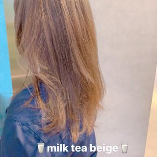 ミルクティーベージュ アンニュイほつれヘア ダブルカラー ミディアム ヘアスタイルや髪型の写真・画像