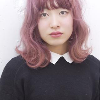 ピンク レッド ダブルカラー ゆるふわ ヘアスタイルや髪型の写真・画像