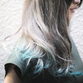 ロング グリーン ホワイトアッシュ グラデーションカラー ヘアスタイルや髪型の写真・画像 ヘアスタイルや髪型の写真・画像