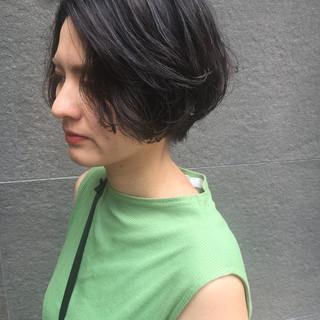 ストリート ボブ ハンサムショート ゆるふわパーマ ヘアスタイルや髪型の写真・画像