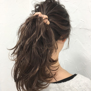 フェミニン ナチュラル セミロング 外国人風 ヘアスタイルや髪型の写真・画像 ヘアスタイルや髪型の写真・画像