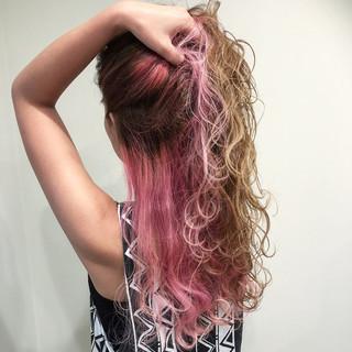 ピンク レッド ロング ラベンダーピンク ヘアスタイルや髪型の写真・画像