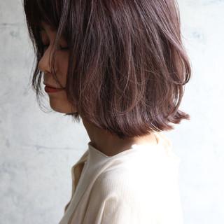 ショートボブ ナチュラル レイヤーカット グレージュ ヘアスタイルや髪型の写真・画像