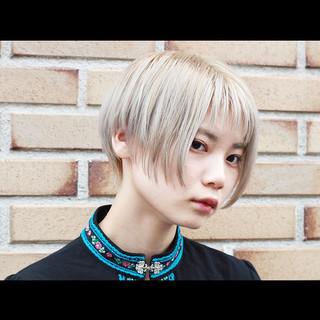 ハンサムショート モード ハイトーン ショートボブ ヘアスタイルや髪型の写真・画像