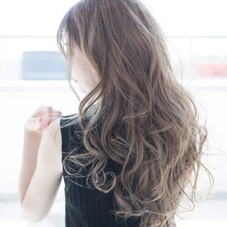 ブリーチ アッシュ ミルクティー 透明感 ヘアスタイルや髪型の写真・画像