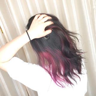 インナーカラーレッド セミロング インナーピンク インナーカラー赤 ヘアスタイルや髪型の写真・画像 ヘアスタイルや髪型の写真・画像