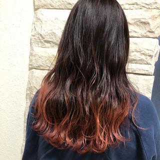 ヘアアレンジ ロング グラデーションカラー 波ウェーブ ヘアスタイルや髪型の写真・画像