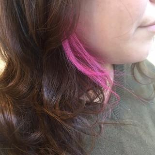 フェミニン ピンク ネオンカラー ダブルカラー ヘアスタイルや髪型の写真・画像