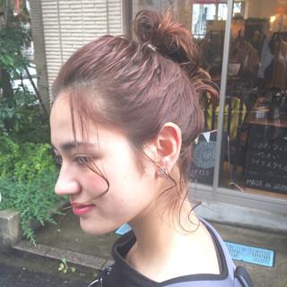 暗髪 簡単ヘアアレンジ ミディアム ストリート ヘアスタイルや髪型の写真・画像