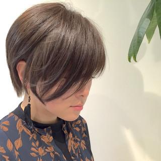 ショートバング リラックス ナチュラル 小顔 ヘアスタイルや髪型の写真・画像