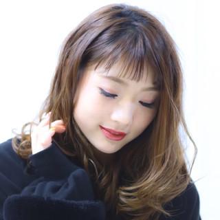 ミディアム 可愛い フェミニン ハイライト ヘアスタイルや髪型の写真・画像