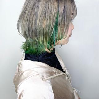 モード ショートボブ インナーカラー 切りっぱなしボブ ヘアスタイルや髪型の写真・画像