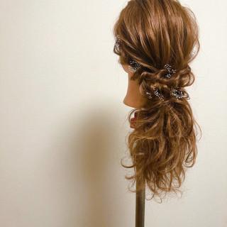 ローポニー ポニーテールアレンジ セミロング ねじり ヘアスタイルや髪型の写真・画像