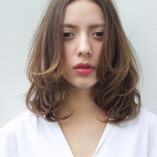 ミルクティー デート 大人女子 上品 ヘアスタイルや髪型の写真・画像