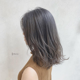 アンティーク セミロング アッシュグレージュ フェミニン ヘアスタイルや髪型の写真・画像