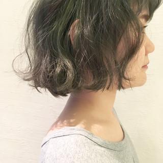 暗髪 グラデーションカラー ゆるふわ パーマ ヘアスタイルや髪型の写真・画像