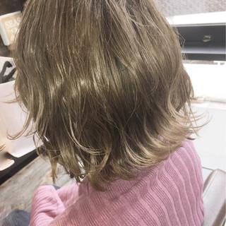 外国人風カラー ナチュラル ミルクティーベージュ グレージュ ヘアスタイルや髪型の写真・画像