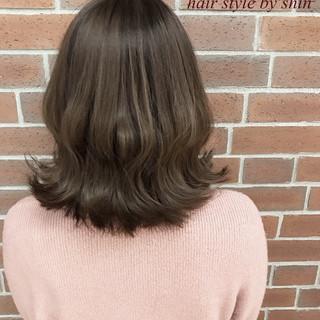 女子会 ボブ リラックス アッシュ ヘアスタイルや髪型の写真・画像