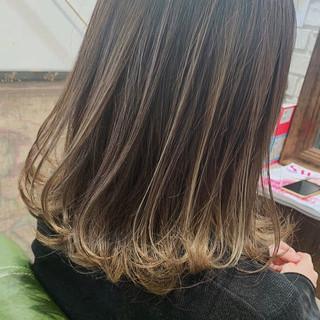 ハイライト 外国人風カラー ミディアム フェミニン ヘアスタイルや髪型の写真・画像