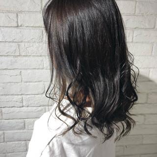 ナチュラル アッシュベージュ ロング インナーカラー ヘアスタイルや髪型の写真・画像