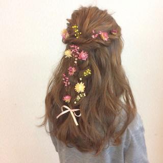フェミニン ヘアアレンジ 結婚式 三つ編み ヘアスタイルや髪型の写真・画像