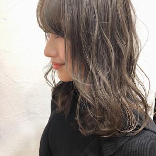 ナチュラル ハイライト ミディアム ふわふわ ヘアスタイルや髪型の写真・画像