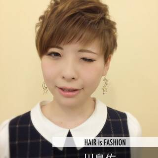 ハイトーン ショート ガーリー ダブルカラー ヘアスタイルや髪型の写真・画像