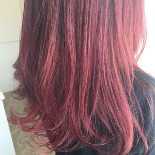 レッド グラデーションカラー ピンク ゆるふわ ヘアスタイルや髪型の写真・画像