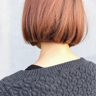 切りっぱなしボブ ダブルカラー デート ミニボブ ヘアスタイルや髪型の写真・画像