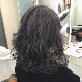 ミディアム 暗髪 ストリート ハイライト ヘアスタイルや髪型の写真・画像 ヘアスタイルや髪型の写真・画像