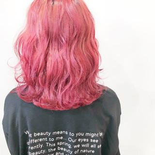 ボブ 波ウェーブ ピンクカラー ガーリー ヘアスタイルや髪型の写真・画像