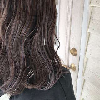 ロングヘア ハイライト オリーブベージュ コテ巻き ヘアスタイルや髪型の写真・画像