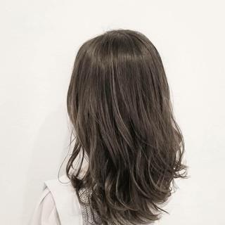 大人かわいい アッシュ ナチュラル デート ヘアスタイルや髪型の写真・画像