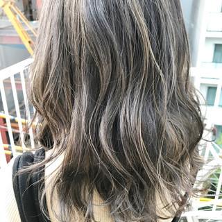 ハイライト ミディアム 透明感 外国人風 ヘアスタイルや髪型の写真・画像