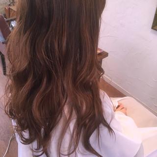 ラベンダーアッシュ ロング デート ベージュ ヘアスタイルや髪型の写真・画像