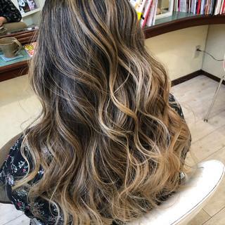 ダブルブリーチ ロング エアータッチ 西海岸風 ヘアスタイルや髪型の写真・画像