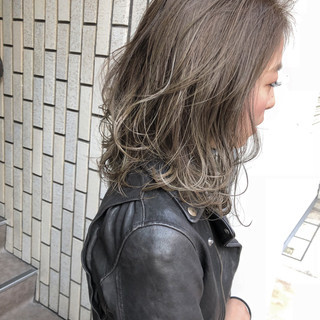 ナチュラル ハイライト ブルージュ グレージュ ヘアスタイルや髪型の写真・画像