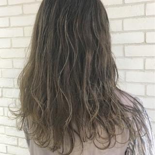 エレガント ハイライト 上品 グレージュ ヘアスタイルや髪型の写真・画像 ヘアスタイルや髪型の写真・画像