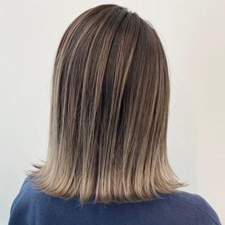 ミディアム アッシュベージュ グラデーションカラー エアータッチ ヘアスタイルや髪型の写真・画像