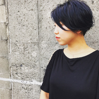 暗髪 ブルー 刈り上げ ナチュラル ヘアスタイルや髪型の写真・画像