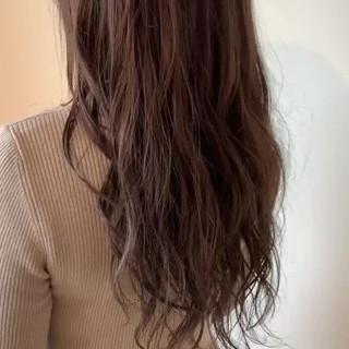 グレージュ 大人可愛い ロング フェミニン ヘアスタイルや髪型の写真・画像