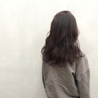 セミロング 波ウェーブ ラベンダーピンク 波巻き ヘアスタイルや髪型の写真・画像