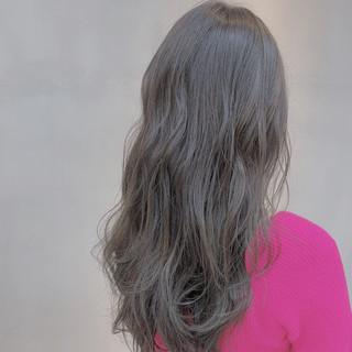 ロング ナチュラル グレージュ ラベンダーグレージュ ヘアスタイルや髪型の写真・画像