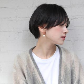 ショート ハンサムショート アンニュイほつれヘア ナチュラル ヘアスタイルや髪型の写真・画像