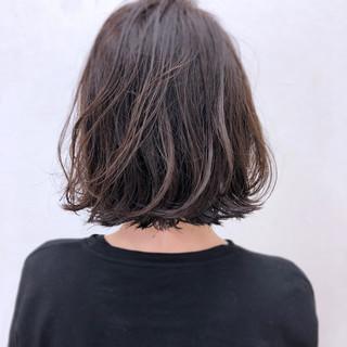 ウェーブ ゆるふわ アンニュイ 暗髪 ヘアスタイルや髪型の写真・画像