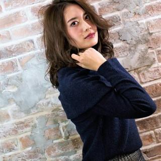 ハイライト 大人かわいい セミロング アッシュ ヘアスタイルや髪型の写真・画像
