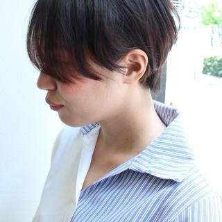 ショート ナチュラル 黒髪 アウトドア ヘアスタイルや髪型の写真・画像