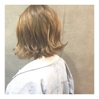 ボブ 外ハネボブ 切りっぱなしボブ ハイトーン ヘアスタイルや髪型の写真・画像